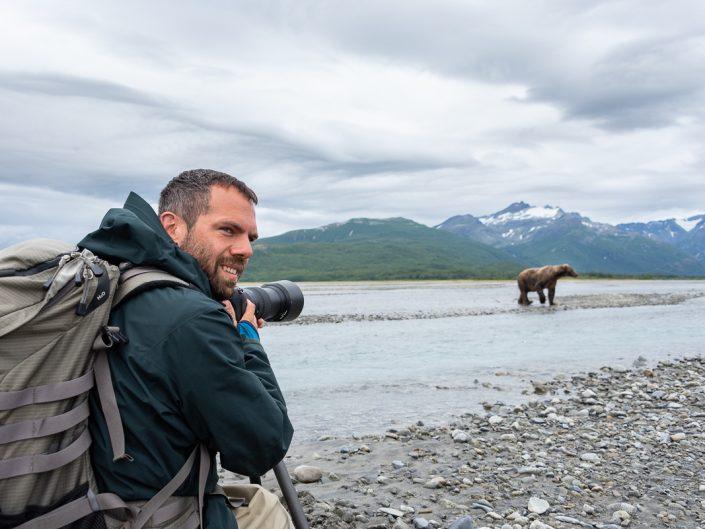 Tierfotograf fotografiert Bären, Katmai Nationalpark, Alaska
