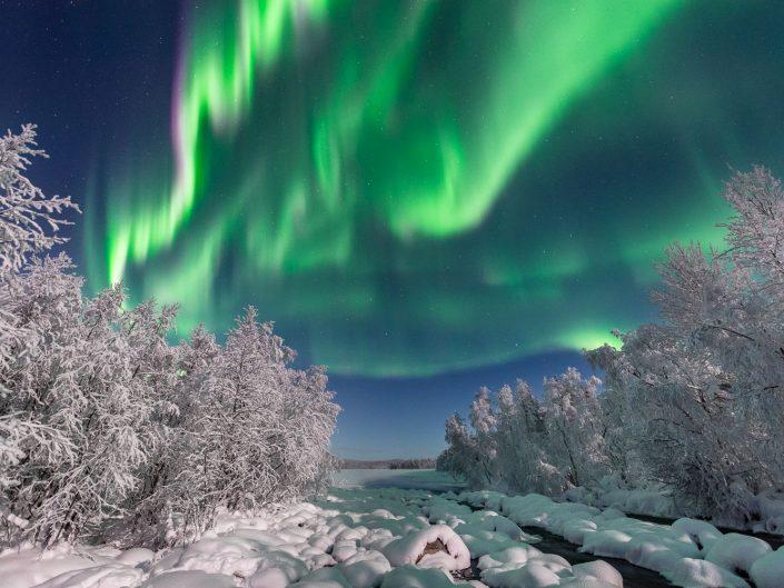 Nordlicht über Winterlandschaft, Muonio, Finnland