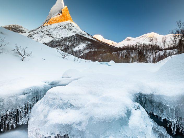 Eisstrukturen vor Berg Stetind, Ofoten, Norwegen