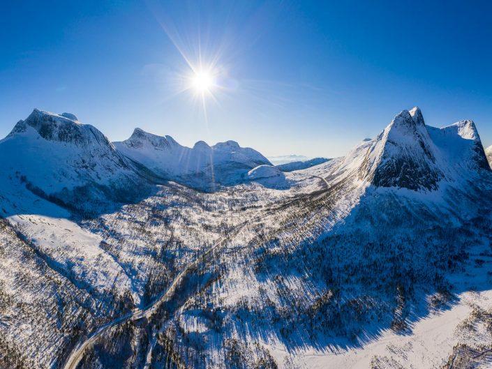 Luftaufnahme der Berge des Tysfjord, Ofoten, Norwegen