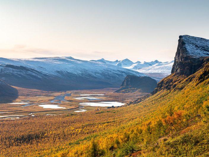 Rapadalen mit Berg Skierffe und Nammatj, Herbst, Sarek Nationalpark, Schweden