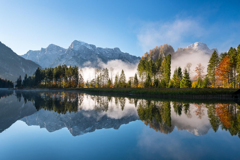 Landschaftsfotografie des Almsee mit Spiegelung der Berge