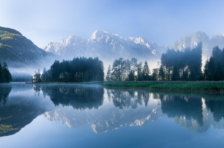 Almsee mit Totem Gebirge