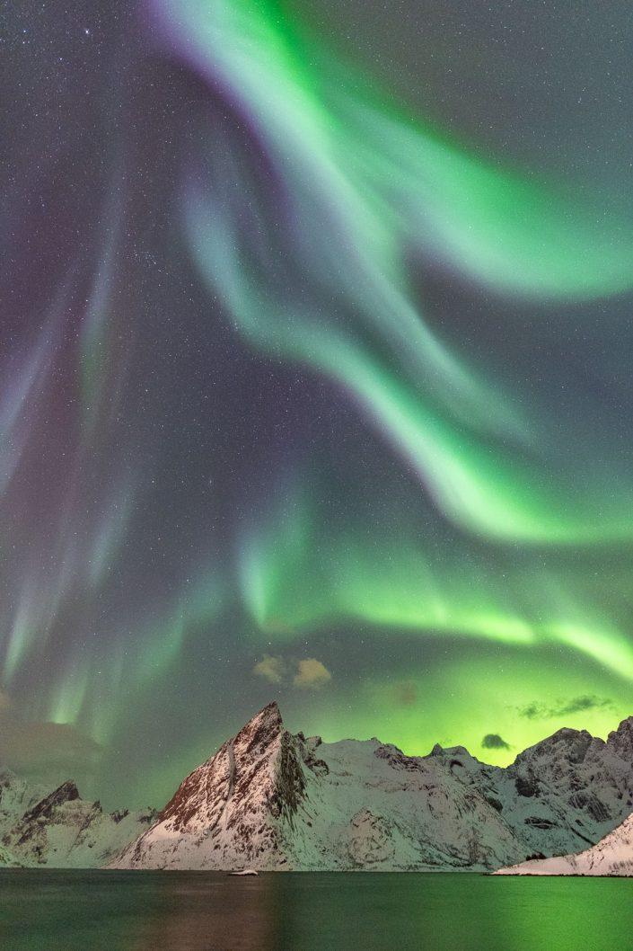 Nordlicht über Berg Olstinden, Hamnoy, Lofoten