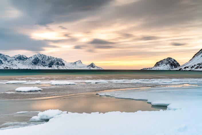 Landschaft am Strand von Haukland, Lofoten