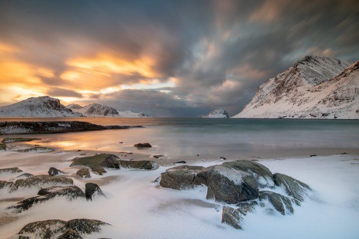 Sonnenuntergang am Strand von Haukland, Winter, Lofoten