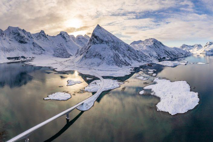 Luftaufnahme vom Berg Volandstinden, Norwegen