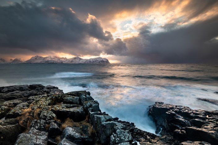 Landschaft der Lofoten, Küste, Norwegen